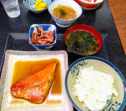 初島の煮魚定食